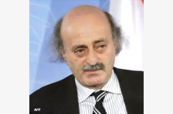 جنبلاط: الأسد لن يستسلم.. ويجب الإسراع في تسليح الجيش الحر لتجنيب سوريا الدمار