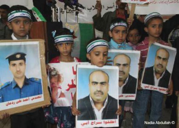 جامعة صنعاء تشهد وقفة تضامنية مع الثورة السورية والطلاب اليمنيين المحتجزين