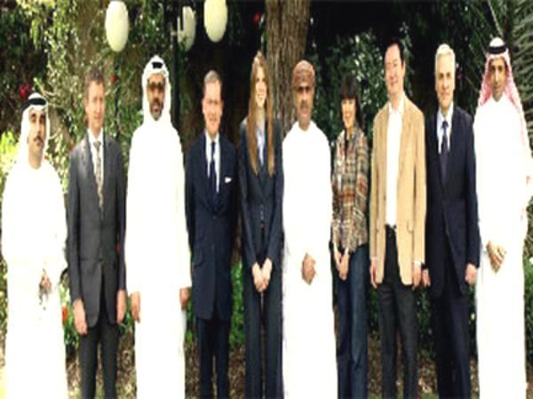 سفراء الدول الراعية للمبادرة الخليجية يلتقون لجنة العقوبات الأممية بصنعاء