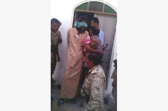 مصدر قبلي في حضرموت يكذّب الرواية الرسمية لوفاة المتهم صبري بن طالب (صورة بعد القبض عليه)