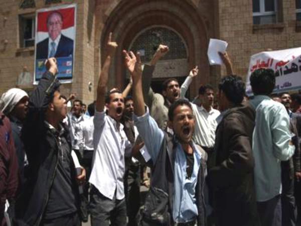تأجيل الدراسة في جامعتين بسبب مسلحي الحوثي