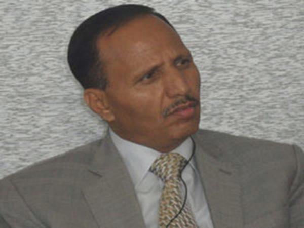 بالفيديو.. برلماني يمني يفتح النار على الرئيس هادي ووزير دفاعه وجماعة الحوثي