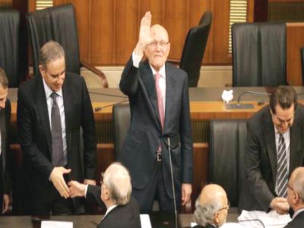 لبنان يدخل الشلل الحكومي بعد فراغ الرئاسة وتعطيل البرلمان