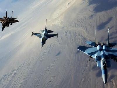 طيران التحالف يعاود غاراته على مواقع في همدان شمال صنعاء