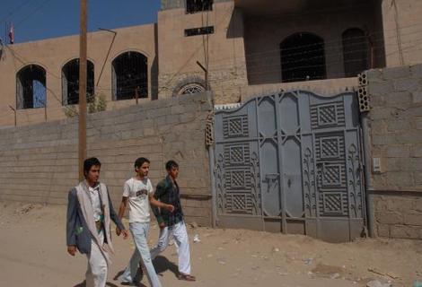 السلطة والمال يعزلان فقراء اليمن عن أغنيائها