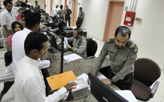 الجوازات السعودية تعلن التمديد لأكثر 420 ألف يمني وتواصل خدمة (ابشر)