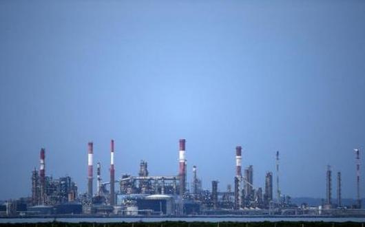 استمرار انخفاض أسعار النفط مع زيادة المخزون