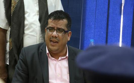 محافظ حضرموت يشكو الحكومة ويلوّح بالاستقالة