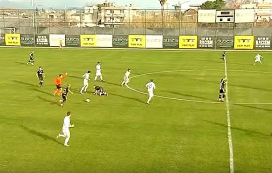 لاعب الماني يسجل هدفا رائعا من ركلة حرة مباشرة على بعد 60 مترا (فيديو)