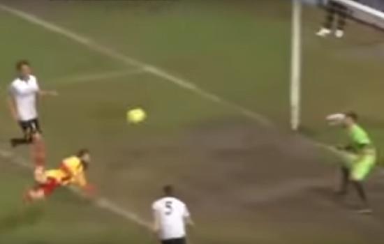بالفيديو.. لاعب ايطالي مغمور يسجل اجمل هدف لعام 2016 على طريقة العقرب