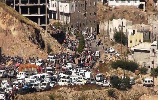 الحوثيون يُغلقون معبر الدحي في تعز