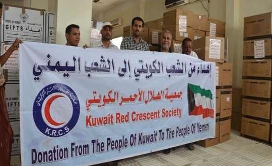 """الهلال الأحمر الكويتي يوزع مساعدات إنسانية في """"تعز"""""""