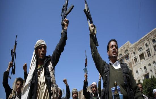 تجارة السلاح.. مهنة في زمن الحرب تغري شباب اليمن