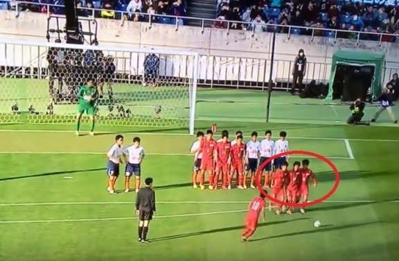 """بالفيديو.. أغرب هدف في تاريخ الكرة يسجل من ركلة حرة """"يابانية"""""""