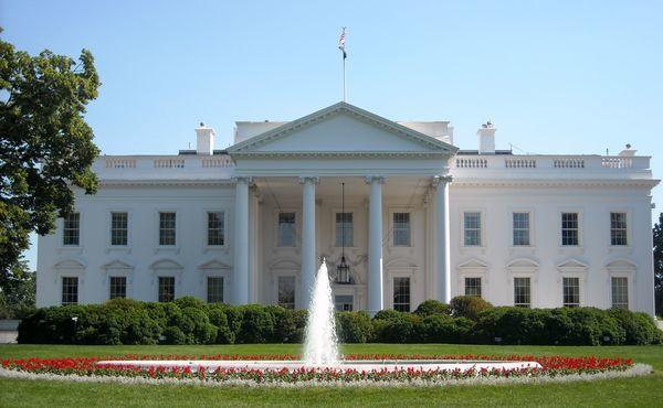 البيت الأبيض: قانون تمديد العقوبات على إيران سيسري دون توقيع أوباما