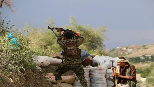 تجدد المعارك بين قوات الشرعية والحوثيين في تعز