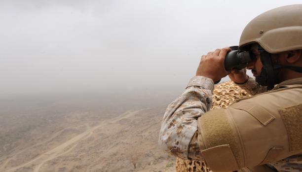 مفتي السعودية يدعو للتبرع للقوات المرابطة على الحدود مع اليمن