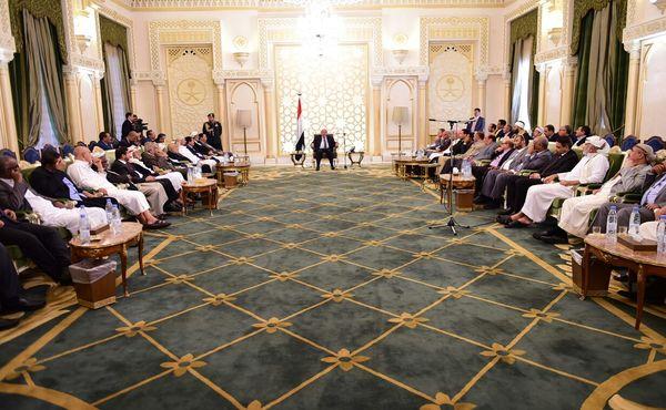 هادي يعقد اجتماعاً للهيئة الاستشارية وأعضاء من الحكومة ومجلس النواب