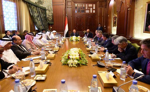هادي: ولد الشيخ أبلغني بقبول الحوثيين تنفيذ القرار الأممي 2216
