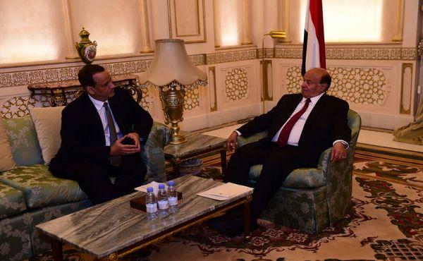 هادي يلتقي المبعوث الأممي لدى اليمن ولد الشيخ