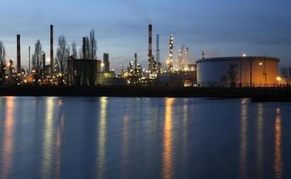 النفط قرب أعلى مستوى في 7 أشهر
