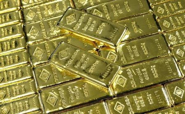 الذهب ينزل مع صعود الدولار والأسهم