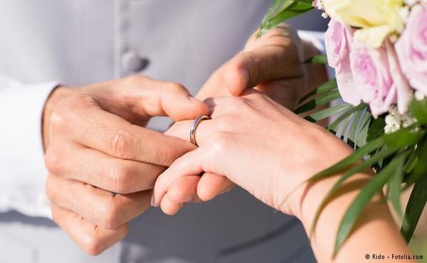 صورة رمزية عن زواج رجل وامرأة