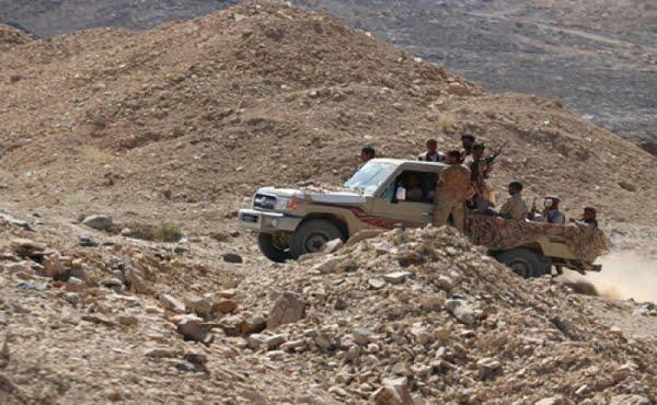 قتلى وجرحى من أفراد الجيش الموالين للشرعية بغارة شرق صنعاء