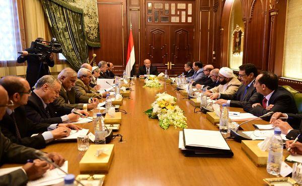 هادي يترأس اجتماعاً لأعضاء الفريقين السياسي والمشاورات