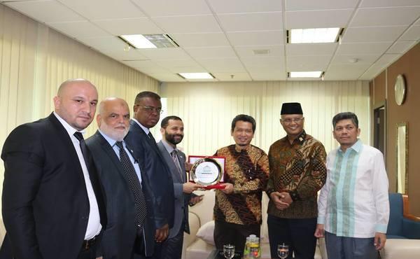 """وفد من """"برلمانيون لأجل القدس"""" برئاسة الأحمر يزور أندونيسيا"""