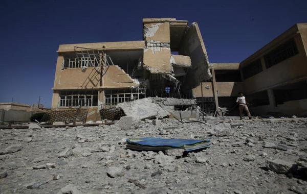 حرب اليمن تمنع تعليم الكبار