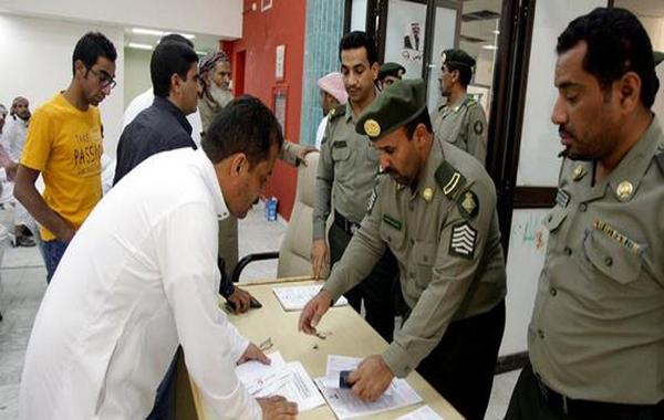 """""""الجوازات السعودية"""" تدعو المقيمين إلى سرعة تسجيل البصمة"""