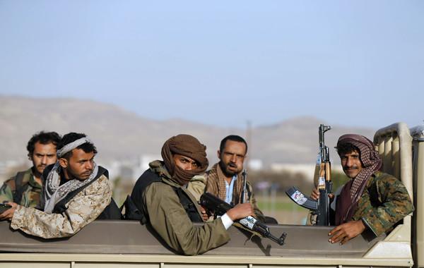 مقتل 20 حوثيا في معارك مع المقاومة بتعز