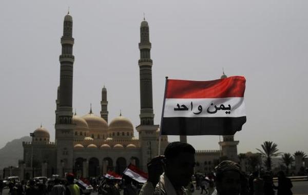 """ذكرى """"الوحدة"""": صالح يهاجم هادي والبيض يحذّر من الأقاليم"""