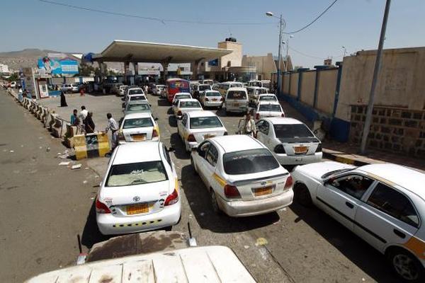 """مركز اقتصادي يدعو لتثبيت أسعار الوقود وإنهاء """"الأزمة المفتعلة"""""""