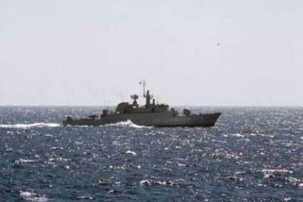 """الحكومة تطلب من """"التحالف""""منع دخول أي سفن غير مصرح لها إلى المياه اليمنية"""
