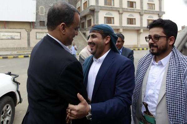 وفد الحوثيين وحزب المؤتمر يعود إلى صنعاء بعد أشهر في مسقط