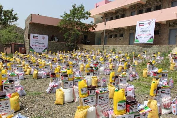 الكويت تقدم مساعدات اغاثية في سبع مديريات بتعز