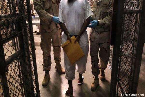 أمريكا تنقل معتقلا يمنيا من جوانتانامو إلى إيطاليا