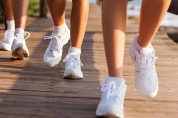 دراسة: المشي السريع 10 دقائق يومياً يعزز قوة الدماغ