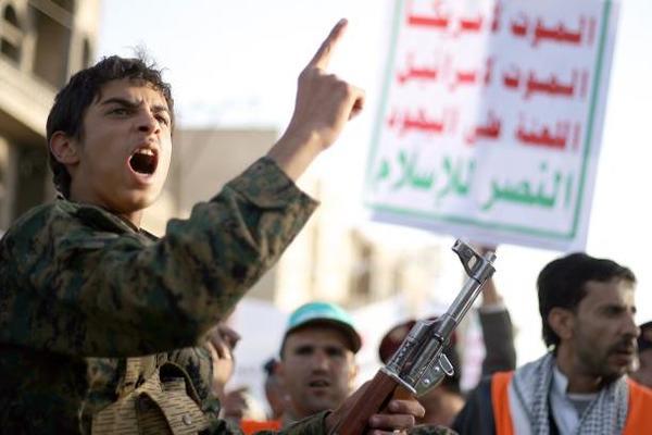 الحوثيون ينفون استهداف بارجة أمريكية قبالة السواحل اليمنية