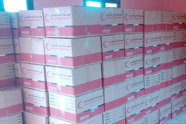 أبين: الهلال الاحمر الإماراتي يوزع 4 ألف سلة غذائية