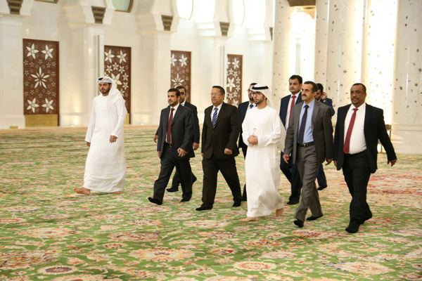 بن دغر يصل الإمارات في زيارة رسمية