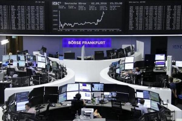 الأسهم الأوروبية تنزل عن أعلى مستوياتها منذ يناير