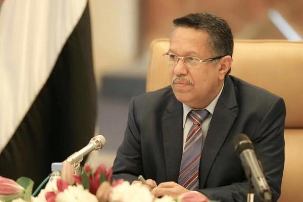 بن دغر: ضمان صرف المرتبات يتطلب توجيه الإيرادات إلى عدن