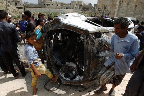 مقتل 6 جنود في تفجير سيارة مفخخة يقودها انتحاري بمحافظة أبين