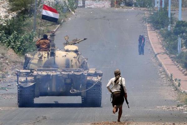 انتشار قوات لمحور تعز بعد مواجهات بين مسلحي غزوان وكتائب أبي العباس