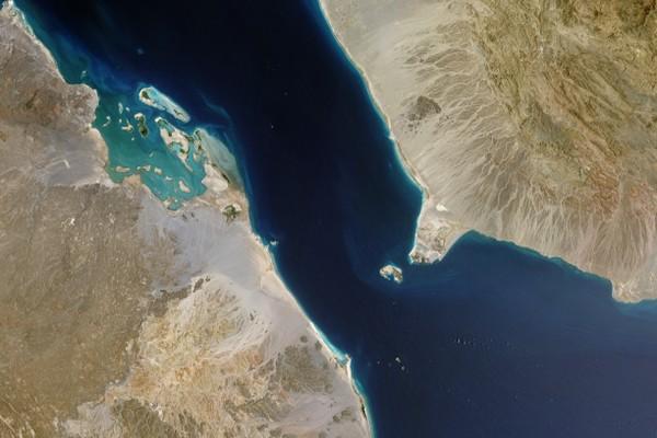 السعودية تعلن تعليق تصدير النفط عبر باب المندب بسبب هجوم الحوثيين