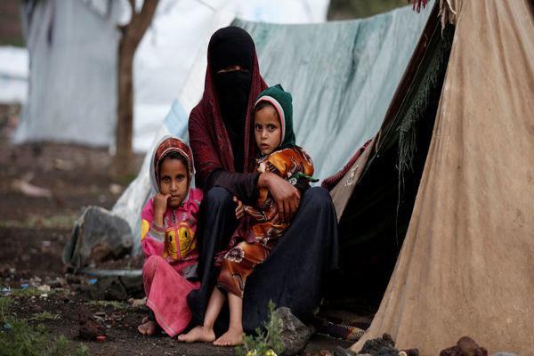 توزيع أكثر من 3 آلاف سلة غذائية وخيام في رأس العارة وباب المندب
