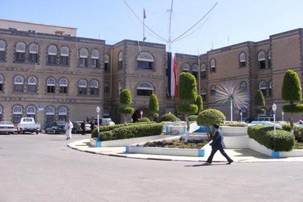 وزارة المالية في صنعاء توجه ببدء الإجراءات لصرف مرتبات الموظفين.. تفاصيل